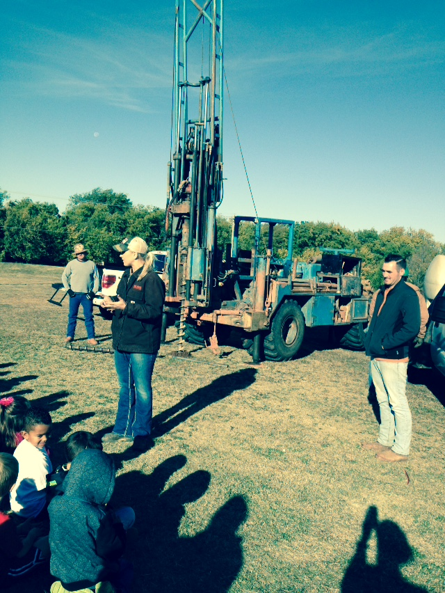 RRC and DSO teaching kindergartners about geotechnical engineering